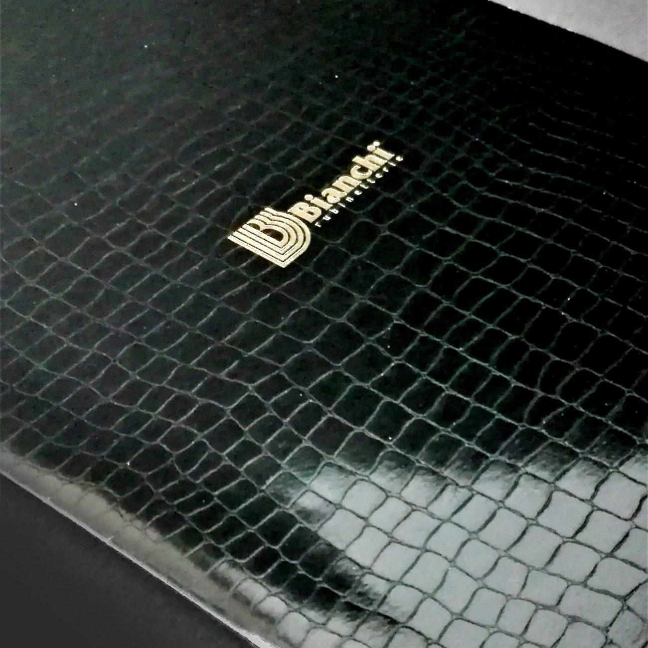 Catalogo 16 pagine copertina snake con venature, punto metallico , 500 pcs